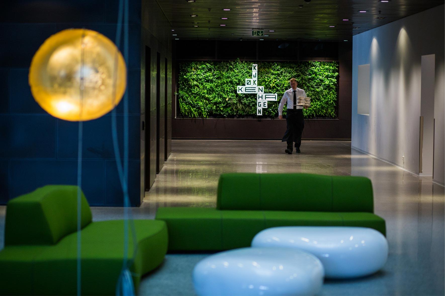 Grön växtvägg från Vertical Plants System på Norwegian Property i Oslo